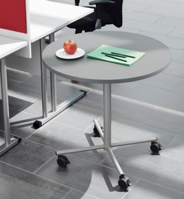 runder mit rollen runder weier glastisch auf rollen von. Black Bedroom Furniture Sets. Home Design Ideas